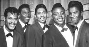 Con Gardner y Bobby Nunn -ambos de The Robins- y Leon Hughes y Adolph Jacobs, The Coasters se convirtieron en emblema de toda una generación de oyentes. Fueron uno de los primeros grupos negros de la era del rock and roll. Al tiempo que llegaron a audiencias blancas con su aspecto amable y su estilo inmaculado canalizaron en su deliciosa mezcla de sonidos afroamericanos las inquietudes de la juventud de los cincuenta. Pocas asociaciones como la de esta banda y la pareja Leiber & Stoller fueron tan fructíferas y esplendorosas en la edad dorada del pop norteamericano